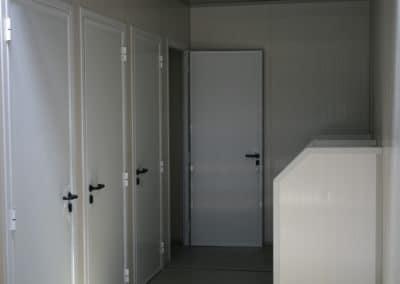Bungalow sanitaire WC et urinoirs