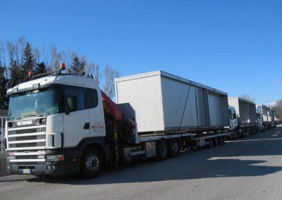 livraison en camion grue, chargement et déchargement